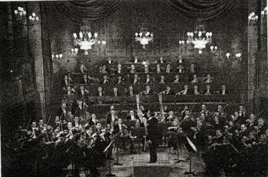 Le 13 mars 1934, Inghelbrecht dirige le concert  inaugural de l'Orchestre National dans l'ancienne salle du Conservatoire