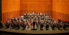 L'orchestre philarmonique de Luxembourg dirige par Henri Pensis