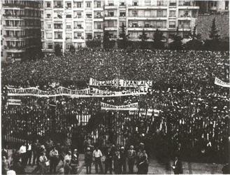 13 mai 1958: manifestatio a Alger pour reclamer un Comite de Salut public et tentative de prendre la radio.