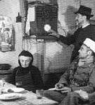 Un seul centre d?information  pour les radios d?Etat et les  radios privees (Comunique  du 26 novembre 1939).