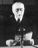 Le Marechal Petain,  le 17 juin 1940,  annonce l?armistice.