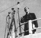 Le general De Gaulle pendant sa  traversee du desert : Votre radio,          je m?en bats l??il !