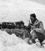 Roger Frison-Roche en reportage  au sommet du Mont-Blanc  (15 juin 1932).