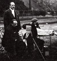 Edmond Dehorter (Le Parleur inconnu),  en reportage au Stade Pershing, en 1925.