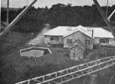 Montage des pylônes, a Pontoise,   de la future ?Radio-Coloniale? (1931).